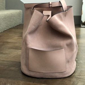 French connection suede bucket bag (baby pink)